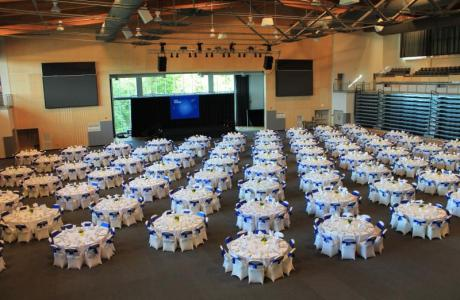 Large open reception space (1100 for dining)