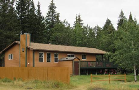 Forest House - 7 x rooms of 1-8 guests - Camp Chief Hector, Canmore, Canadian Ro