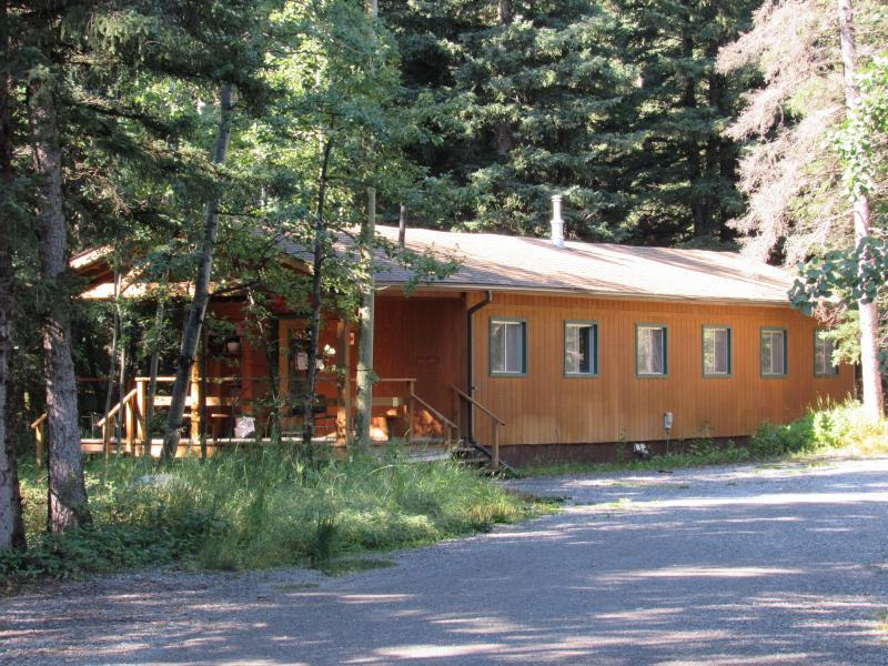Accommodation- Knowplace - 7 x rooms of 2 guests - Camp Chief Hector, Canmore, C