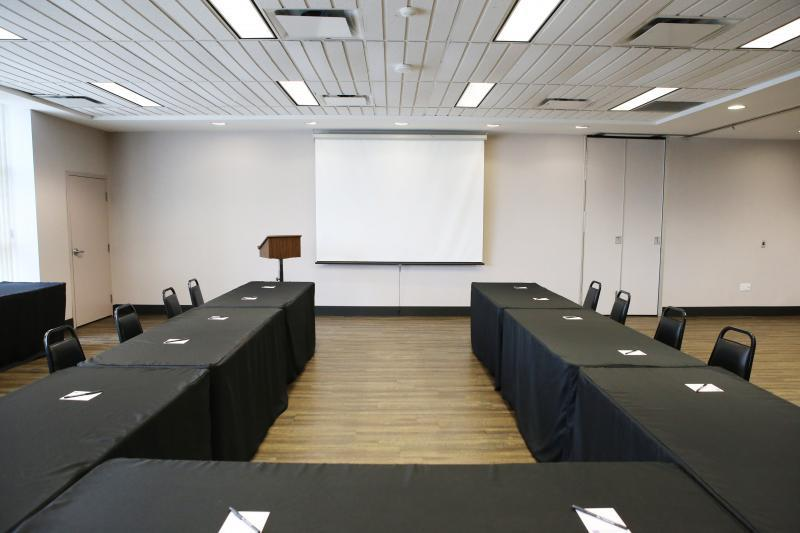 Residence conference centre hamilton meeting for Office design events