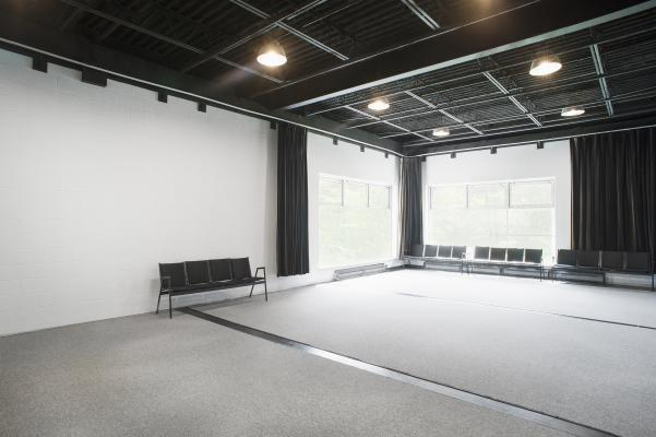 Located above Turner studio, the Studio 2 is pecfect for rehearsal.