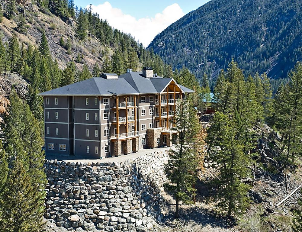 Wolf Creek Lodge - four stories of excellence!