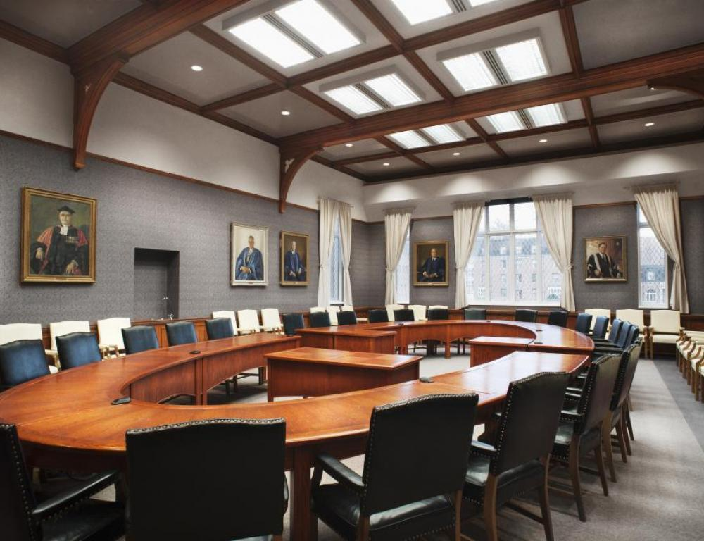 With its formal appearance, Tomlinson Room is the perfect venue for executive meetings