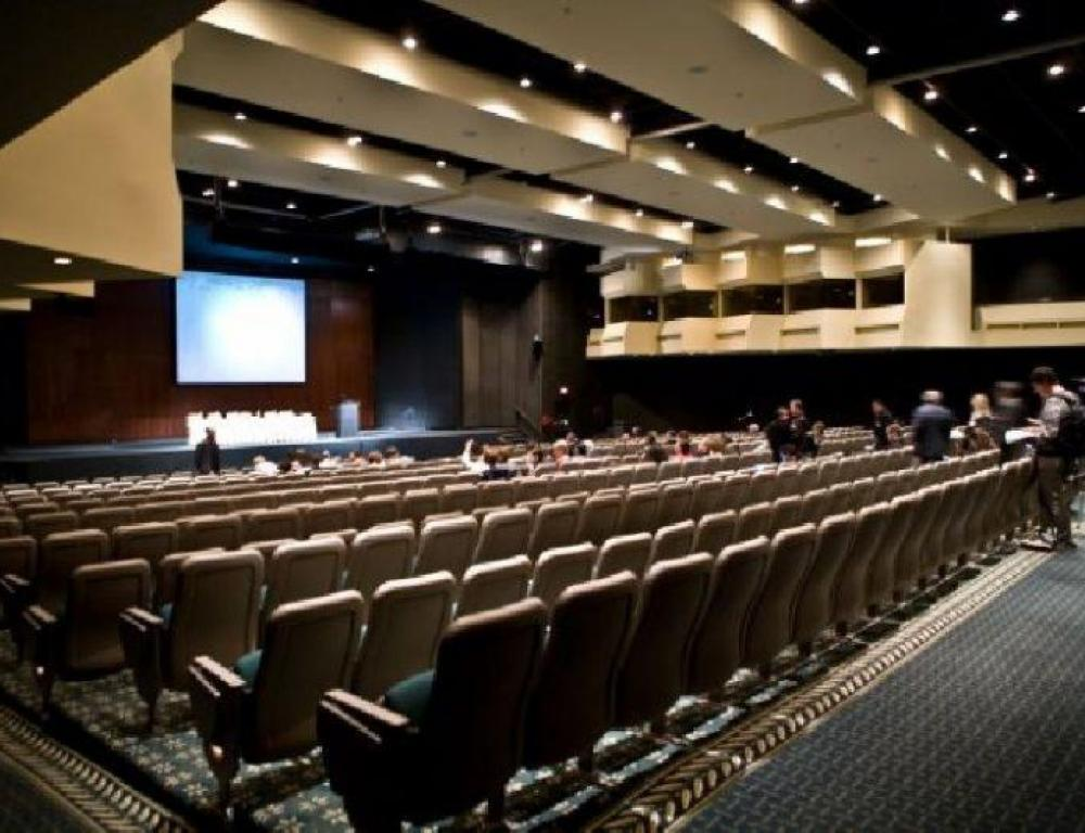 Symposia Theatre is a downtown state-of-the-art venue presenting evenings of son