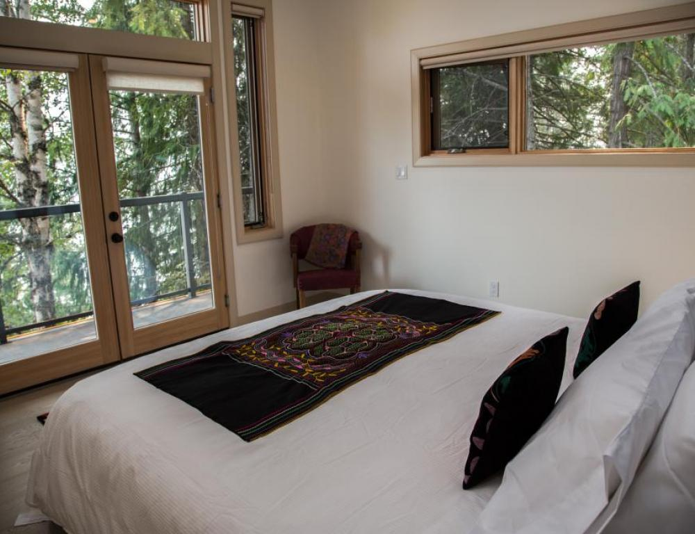 King Room with Lake & Mountain View